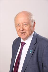 Profile image for Councillor Carl Les